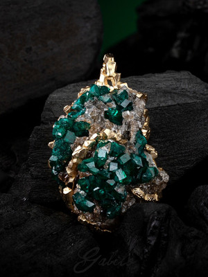 Goldsuspension mit Dioptase