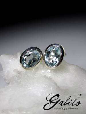 Aquamarine gold stud earring