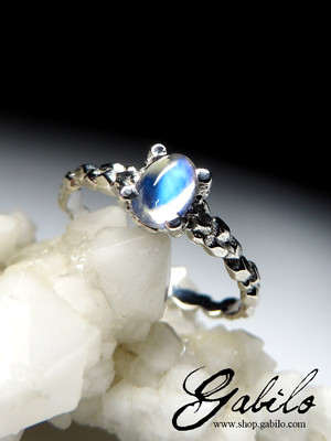 Made to order: Moonstone cabochon gold ring
