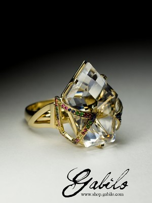 Ring with rock crystal and sapphire in gold