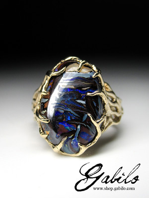 Gold ring with boulder koroit opal