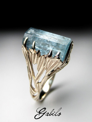 Aquamarine crystal goldener ring