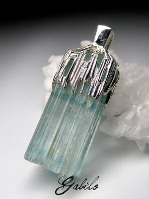 Aquamarine crystal gold pendant
