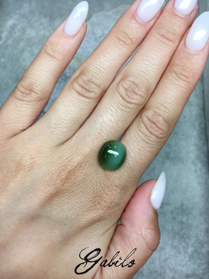 Cat's-eye nephrite cabochon 9.15 ct