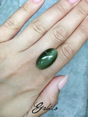 Cat's-eye nephrite cabochon 22.7 ct