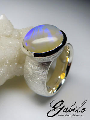 Made to order: Ring mit Opal Neon Electric in Silber