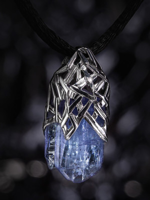 Tanzanite white gold pendant