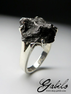 Ring with meteorite silver