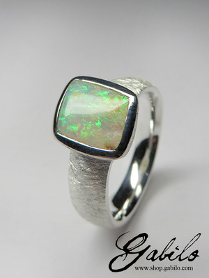 Ring mit Opal in Silber