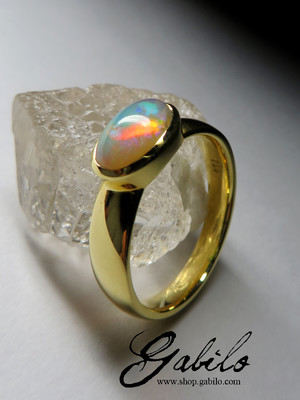 Made to order: Goldener Ring mit Opal