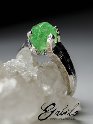 Tsavorite gold ring