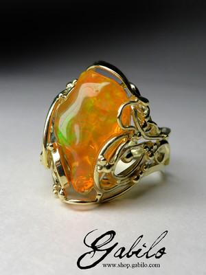 Mexican opal gold ring