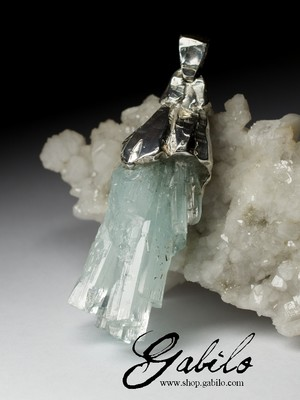 Big aquamarine spray crystal gold pendant