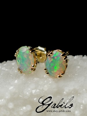 Made to order: Gold stud earrings mit Opal