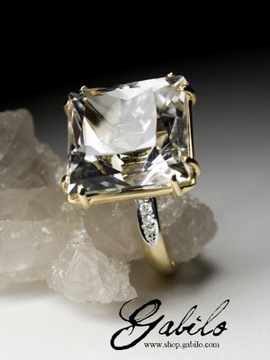 Made to order: Rock Crystal Gold Ring with Diamonds