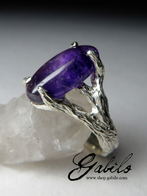 Ring mit Cabochon Amethyst in Silber