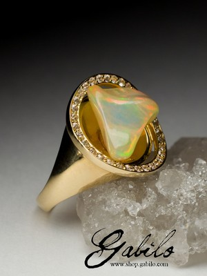 Opal gold ring