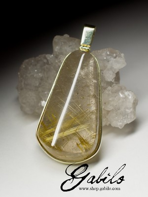 Gold pendant with rutilated quartz