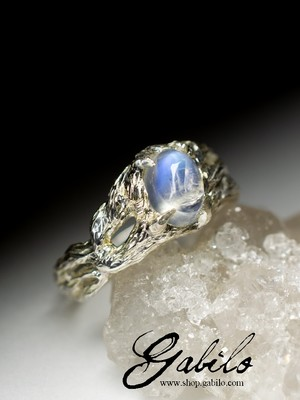 White gold ring with moonstone code 8408