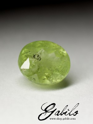 Demantoid oval 9x10 Schliff 5,75 Karat