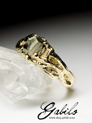 Goldring mit Pyrit