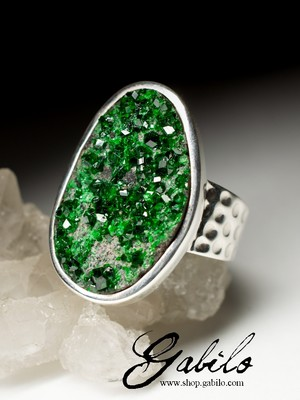 Men's Uvarovite Silver Ring with gem report MSU
