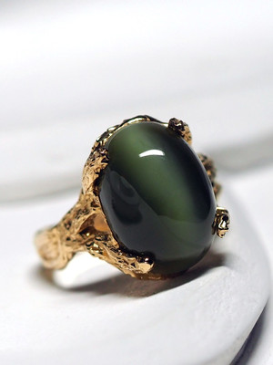 Gold ring with jade