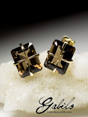Gold earrings with smokу quartz