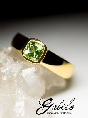 Goldring mit Chrysolith
